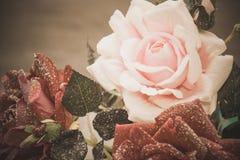Weinlesegrußkarte mit einem Blumenstrauß von Schneerosen Lizenzfreie Stockfotografie