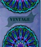 Weinlesegrußkarte mit Mandala auf Weinlesehintergrund Lizenzfreie Stockfotos