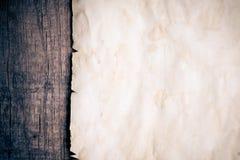 Weinlesehintergrund mit altem Papier Lizenzfreies Stockfoto