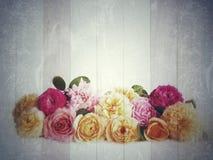 Weinlesehintergrund mit Blumen Stockbild