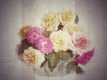 Weinlesehintergrund mit Blumen Lizenzfreie Stockfotografie