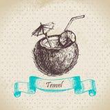 Weinlesehintergrund mit tropischem Kokosnusscocktail Stockfoto