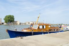 Weinleseholzboot lizenzfreie stockfotos