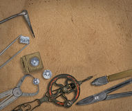 Weinlesejuwelierwerkzeuge und -diamanten Stockfoto