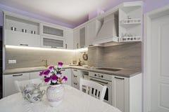 Weinlesekücheneinzelteile, Verzierungen und Küchendetails in der klassischen Art Lizenzfreie Stockfotografie