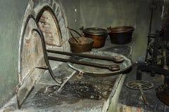 Weinleseküchengeräte im italienischen alten casle stockfotografie