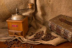 Weinlesekaffeemühle stockfotografie