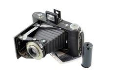 Weinlesekamera mit Film auf Weiß Lizenzfreies Stockbild
