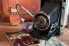 Weinlesekamera und Retro- Einzelteile Stockbild