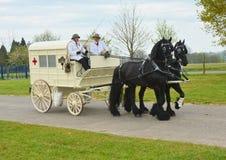 Weinlesekrankenwagen gezogen durch Pferde Stockfotografie