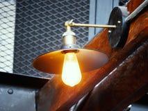 Weinleselampe, Birne dekorativ im Haus stockfotos