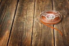 Weinlesemagnetische Audiospule auf Holztisch. Musikkonzepthintergrund. Lizenzfreies Stockbild