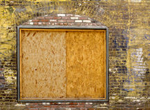 Weinlesemaurerarbeit mit verschalt herauf Fenster Stockfotografie