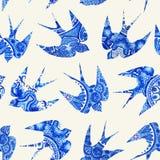 Weinlesemuster mit wenigen Schwalben, nahtloses Muster mit Vogel Lizenzfreie Stockfotografie