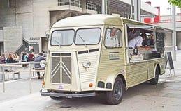 Weinlesepackwagen, der Lebensmittel verkauft Lizenzfreies Stockbild