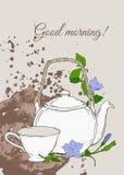 Weinleseplakat mit Teekanne und Schale und Blumen des Singrüns auf braunem Hintergrund Stockbilder