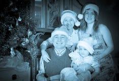 Weinleseporträt der glücklichen Familie Stockbild