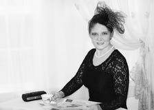 Weinleseporträt einer Frau in Schwarzweiss stockbilder