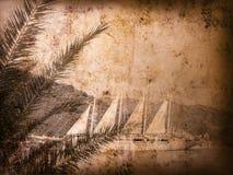 Weinlesepostkarte mit Segelboot stockfotos