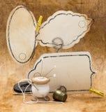Weinleserahmen und alte Werkzeuge für das Nähen, Spule von Stockbilder