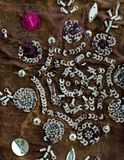 Weinlesesarigewebe mit Verschönerungen Stockfotografie