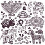 Weinlesesatz lokalisierte ethnische Tiere und Symbole Stockfoto