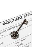 Weinleseschlüssel gegen Hypothekenvereinbarung Stockfoto