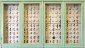 Weinleseschlüssel mit Zahlen lizenzfreie stockbilder
