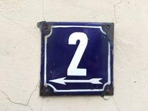 Weinleseschmutzquadrat-Metallrostige Platte der Zahl des Straße und Hausnummer mit Zahl Lizenzfreie Stockfotografie