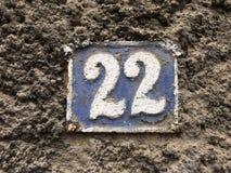 Weinleseschmutzquadrat-Metallrostige Platte der Zahl des Straße und Hausnummer mit Zahl Lizenzfreie Stockbilder