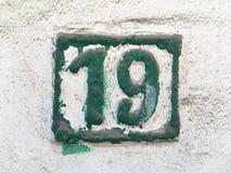 Weinleseschmutzquadrat-Metallrostige Platte der Zahl des Straße und Hausnummer mit Zahl Stockfotos
