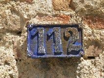 Weinleseschmutzquadrat-Metallrostige Platte der Zahl des Straße und Hausnummer mit Zahl Lizenzfreie Stockfotos