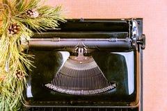 Weinleseschreibmaschine für Weihnachten Stockfotografie