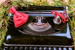 Weinleseschreibmaschine für Weihnachten Stockbild