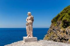 Weinlesestatue einer Frau in der klassischen Art am Vermögen isla Stockbild