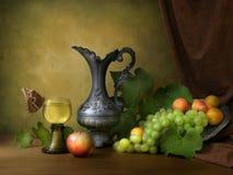 Weinlesestillleben mit Frucht Stockfotografie