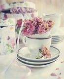Weinlesestillleben mit trockenen Rosen Stockbild