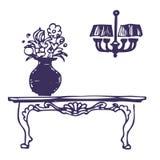 Weinlesetabelle, Vase mit Blumen und Leuchter Lizenzfreie Stockfotos