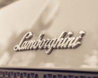 Weinleseton Lamborghini-Textlogo auf Rückseite von Aventador-Supercar stockfotos