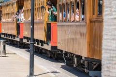 Weinlesezug, Tram in Port de Soller, Mallorca Lizenzfreie Stockfotos