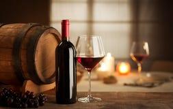 Weinprobe am Restaurant Stockbild
