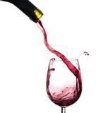 Weinspritzen auf einem Glas, weißer Hintergrund. Lizenzfreie Stockfotos