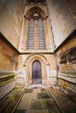 weinstmister Abtei in der alten Kirchentür Londons und Marmor antikisieren Stockbilder