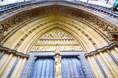 weinstmister de la ventana color de rosa en pared de la antigüedad de Londres Fotografía de archivo libre de regalías