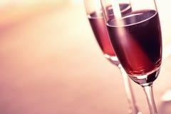 Weinzeit auf dem Parteihintergrund Lizenzfreie Stockfotos