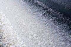 Weir de fluxo rápido Fotos de Stock Royalty Free