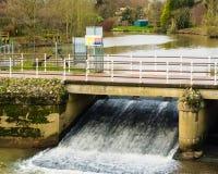 Weir på Yalding Kent Uk Royaltyfri Foto