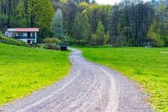 Weise durch die Landschaft Lizenzfreies Stockfoto