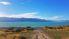 Weise zu Turquoise See tekapo in neuem Zeeland stockfotos