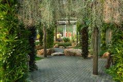 Weise zum grünen Garten Stockbilder